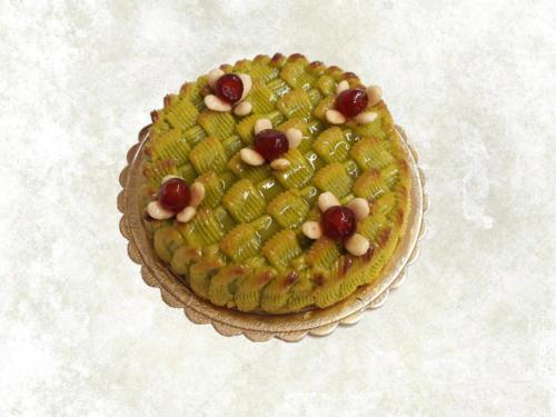 DELIZIOSA AL PISTACCHIO - torta farcita con marmellata di albicocche e rivestita con pasta di mandorla e pistacchio